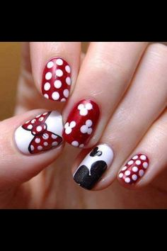 Minnie Mouse manicure them