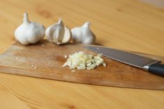 Fresh garlic is a great addition to just about every meal. Don't waste money on a commercial garlic press, try out one of these simpler solutions! Fresh Garlic, Italian Chopped Salad, Mushroom Risotto, Garlic Recipes, Garlic Press, Meal Planning, Easy Meals