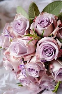 Bouquet of lilac-coloured roses.