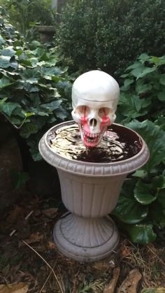 DIY Halloween blood fountain with crying skull💀