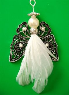 feathered-angel-ornaments- using a butterfly for the wings with another style angel