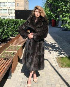 Blankets, Fur And Bondage: Photo Sable Fur Coat, Fox Fur Coat, Fur Coats, Fur Jacket, Jacket Style, Stunning Brunette, Fabulous Furs, Fur Fashion, Coats For Women