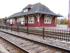 BEACONSFIELD ,Québec - CPR station-gare p2004 J Henricks                                                                                                                                                     More