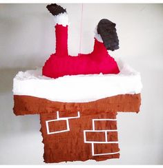 A new twist on a Santa piñata by www.pinataspinatas.com such fun!