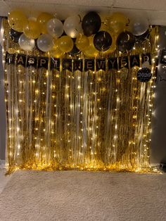 New Year's Eve Party Themes, New Years Eve Party Ideas Decorations, Simple Birthday Decorations, Easy Christmas Decorations, Balloon Decorations, New Year's Eve Backdrop, Photowall Ideas, Birthday Surprise Boyfriend, Christmas Balloons