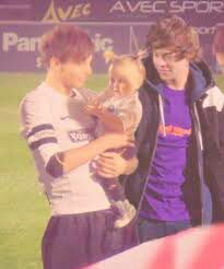 Larry and baby Lux Larry Stylinson, One Direction Pictures, I Love One Direction, Louis Tomlinson, Niall E Harry, Amor Real, Baby Lux, Larry Shippers, Louis And Harry