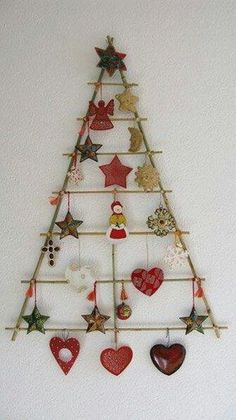 Manualidades de Navidad - christmas crafts You could hang Christmas cards that are received from here too. Wall Christmas Tree, Christmas Makes, Noel Christmas, Winter Christmas, Handmade Christmas, Christmas Ornaments, Xmas Tree, Wall Ornaments, Rustic Christmas