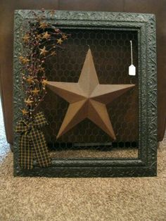 Chicken Wire Picture Frame~ I have a cabinet door that broke off that I can do this to. Primitive Crafts, Country Primitive, Wood Crafts, Picture Frame Crafts, Picture Frames, Country Crafts, Country Decor, Diy Rustic Decor, Farmhouse Decor