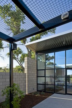 Image 8 of 18 from gallery of Flyway View House / Jon Anderson Architecture. Photograph by Kirk Gittings Photography Backyard Patio Designs, Pergola Designs, Pergola Patio, Steel Frame House, A Frame House, Architecture Site Plan, Modern Architecture, New Mexico, Parking Design