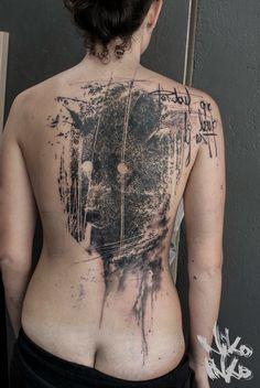 """""""Pendant que le loup y est"""" #loup #tatouage #ink #tattoo  #back #black #nikoinko #noir #wolf"""
