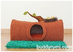 Amigurumi crochet cat house - I'm so making this! =D The Tree Trunk Cat House is completed! Gato Crochet, Crochet Cat Toys, Crochet Amigurumi, Crochet Home, Crochet Animals, Diy Crochet, Crochet Crafts, Crochet Ideas, Yarn Projects