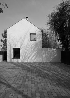 Ravenhill House by McGonigle McGrath Minimalist Architecture, Architecture Details, Rural House, Unusual Homes, Contemporary Houses, Modern Houses, Small Houses, Exterior Design, Facade