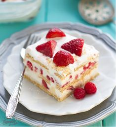 Strawberry & Graham Cracker Icebox Cake 17 Pretty Red & White Desserts To Make This Canada Day Potluck Desserts, Easy No Bake Desserts, Desserts To Make, Party Desserts, Summer Desserts, Delicious Desserts, Dessert Recipes, Dessert Ideas, Recipes Dinner