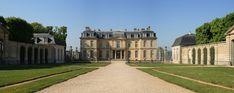 Vue générale de l'édifice depuis la cour d'honneur.du château de Champs sur Marne