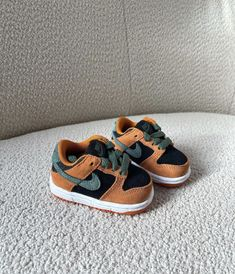 Cute Baby Shoes, Baby Boy Shoes, Baby Boy Outfits, Kids Outfits, Cute Little Baby, Cute Babies, Baby Life Hacks, Cute Baby Videos, Cute Baby Pictures
