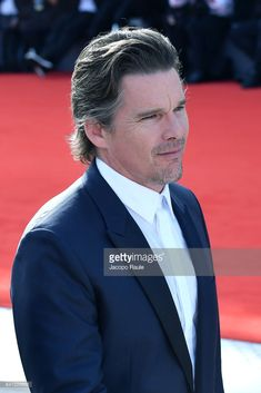 ethan-hawke-walk-the-red-carpet-ahead-of-the-first-reformed-screening-picture-id841226602 (683×1024)