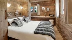 Deco-Montagne-Chalet-Collection-Et-Deco-Chambre-Chalet-Montagne-Galerie-Photo-Deco-Chambre-Chalet-Montagne-Galerie-Avec-La-Clusaz-Superbe-Ferme-Amanagae. Chalet Chic, Chalet Style, Chalet Design, House Design, Chalet Interior, Interior Design, Mountain Bedroom, Mountain House Decor, Swiss Chalet