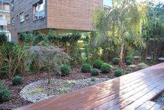 Ogród minimalistyczny ze strefą do medytacji : Minimalistyczny ogród od Ogrody Przyszłości