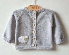 Licht grau Baby Swetaer mit kleinen Lamm Merino Baby Jacke mit Schafen KUNDENSPEZIFISCH KONFEKTIONIERT