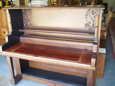 things made by recycling an antique upright piano - Bing images Furniture Projects, Furniture Makeover, Cool Furniture, Furniture Making, Painted Furniture, Painted Pianos, Diy Projects, Vieux Pianos, Piano Desk