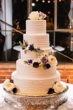 Elegant wedding cake; photo: VUE Photography #weddingcakes