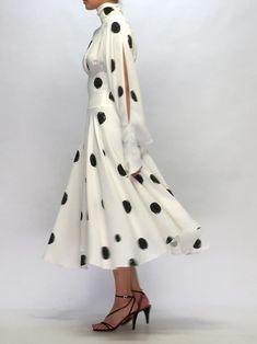 Source by madesingmoda dresses videos Trendy Dresses, Simple Dresses, Short Dresses, Christopher Kane, Modest Fashion, Fashion Dresses, High Neck, Diana Fashion, Most Beautiful Dresses