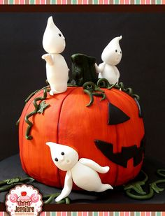 #Halloween #cake #pumpkin #ghosts #fondant #Jengibre