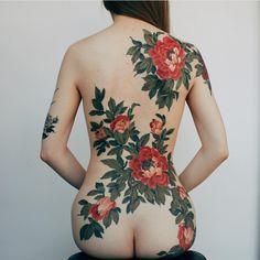 "354 curtidas, 4 comentários - #Asian_inkandart  (@asian_inkandart) no Instagram: ""Amazing peony flower tattoo on lady done by  @yuuztattooer #asian_inkandart"""