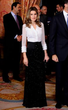 A Royal Success: Queen Letizia of Spain's Style - Princess Letizia in Black and white and glittering all over, Princess Letizia looked effortlessly elegant hosting a dinner for Hungarian president Laslo Solyom Queen Rania, Queen Letizia, Royal Fashion, Look Fashion, Mod Dress, Dress Skirt, Modest Fashion, Fashion Outfits, Womens Fashion