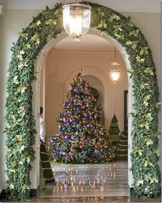 decorated arch and christmas tree white house ornaments white house christmas tree holiday tree - Christmas Arch Decorations