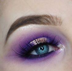 Purple eye makeup with gold. Halo eye Eye Makeup Glitter - - Eyeshadow Looks - Eye Makeup Glitter, Purple Eye Makeup, Colorful Eye Makeup, Gold Makeup, Eye Makeup Tips, Glitter Eyeshadow, Eyeshadow Looks, Makeup Inspo, Makeup Eyeshadow
