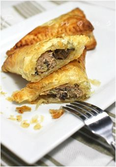 Bánh Patê Sô (Pháp thuộc): Pate Chaud - OMG, my MIL makes these and they're fantastic. Savory pork and seasonings in a puff pastry. Pork Recipes, Asian Recipes, Cooking Recipes, Ethnic Recipes, Vietnamese Cuisine, Vietnamese Recipes, Viet Food, Sandwiches, Savory Pastry