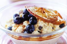 Pan-fried apple makes a sweet and tasty topping to this delicious, crunchy muesli. Delicious Breakfast Recipes, Yummy Food, Tasty, Brunch Recipes, Bircher Benner, Ramzan Recipe, Muesli Recipe, Oats And Honey, Kitchens