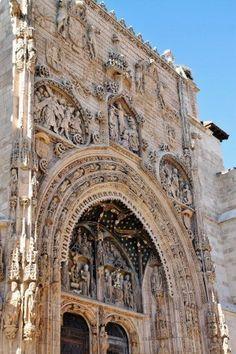 Portada de la iglesia de Santa María la Real, Aranda de Duero. Burgos.