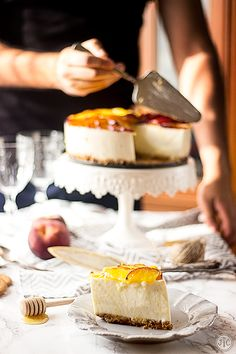 Tarta de yogur y melocotón sin horno, ¡brutal! - Jaleo en la Cocina Baking Recipes, Cake Recipes, Snack Recipes, Snacks, Creative Desserts, No Bake Desserts, Love Food, Sweet Recipes, Bakery