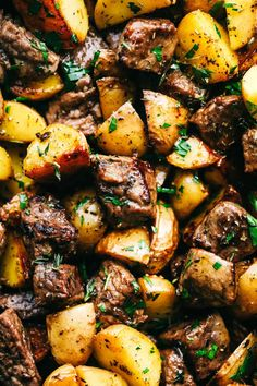 Garlic Butter Herb Steak Bites with Potatoes are such a simple meal that is full of tender garlic herb melt in your mouth steak with potatoes. This is a meal that the entire family will love! Skirt Steak Recipes, Grilled Steak Recipes, Beef Recipes, Cooking Recipes, Healthy Recipes, Healthy Food, Family Recipes, Thin Steak Recipes, Chopped Steak Recipes
