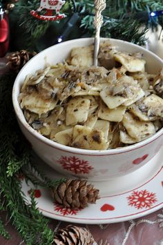 Łazanki z kapustą i grzybami Ukrainian Recipes, Polish Recipes, Christmas Cooking, Stuffed Mushrooms, Food And Drink, Cooking Recipes, Vegetables, Dinner Ideas, Per Diem