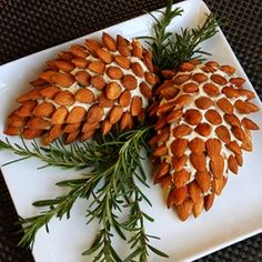Cone Cheese Ball with Almonds Pinecone Cheese Ball Appetizer with Almonds. Fun and Easy Christmas Party AppetizerPinecone Cheese Ball Appetizer with Almonds. Fun and Easy Christmas Party Appetizer Christmas Party Food, Xmas Food, Christmas Cooking, Christmas Goodies, Christmas Cheese, Christmas Veggie Tray, Christmas Potluck, Christmas Apps, Christmas Eve