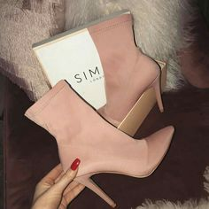 Fancy Shoes, Pretty Shoes, Crazy Shoes, Beautiful Shoes, Cute Shoes, Me Too Shoes, Pink Shoes, High Heel Boots, Heeled Boots