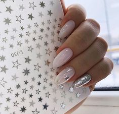 Easy Valentine's Day Nail Art Ideas Designs 2019 - Nageldesign - Nail Art - Nagellack - Nail Polish - Nailart - Nails - Perfect Nails, Gorgeous Nails, Love Nails, Bride Nails, Wedding Nails, Star Nails, Star Nail Art, Nagel Gel, Winter Nails