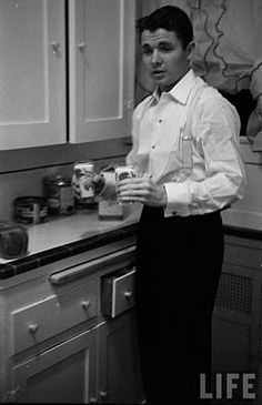 Time Machine to the Twenties: What 100 Stars Want in 1956 - Audie Murphy in the kitchen Hollywood Or Bust, Hollywood Actor, Hollywood Stars, Classic Hollywood, Murphy Actor, Aldo Ray, Heroes Actors, Logan And Jake, Douglas Fairbanks
