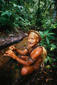 Cacique Kunibu, da tribo Akuntsu, na Terra Indígena Rio Omerê, localizada no município de Corumbiara, no Estado de #Rondônia: http://abr.io/5uGi