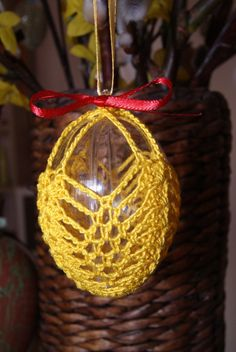 Crochet Ornaments, Crochet Crafts, Egg Crafts, Easter Crafts, Christmas Holidays, Christmas Bulbs, Easter Egg Designs, Easter Projects, Easter Crochet