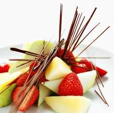 Lovely fruit dessert #strawberry #apple #chocolate #summer Fun Food, Good Food, Fresh Fruit Desserts, Dream Recipe, I Want To Eat, Fabulous Foods, Fruit Salad, Delicious Food, Food Ideas