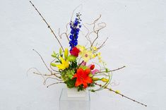 Freestyle Ikebana Flower Arrangement, Flower Arrangements, Ancient Art, Japanese Art, Flowers, Old Art, Japan Art, Floral Arrangements, Royal Icing Flowers