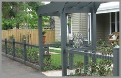 30 Attractive Wood Fence Designs Ideas For Frontyard And Backyard - Modern Front Yard Fence, Dog Fence, Fence Gate, Front Yard Landscaping, Wire Fence, Wood Fence Design, Privacy Fence Designs, Verge, Building A Fence