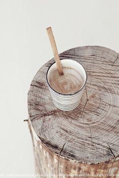 wood and hot chocolate Coffee Break, My Coffee, Coffee Time, Tea Time, Coffee Cups, Latte, Wabi Sabi, Natural Materials, Food Styling
