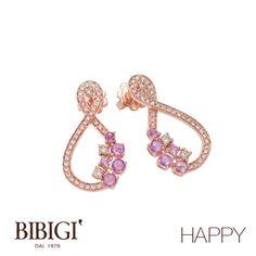"""Orecchini in oro rosa, diamanti, diamanti rosa.  La nuova collezione di Bibigì che si ispira al vivere il momento presente, al coccolarsi e concedersi il gusto di un capriccio. Bibigì """"Happy"""" ci emoziona con una miriade di colori che rispecchiano l'allegria dell'anima."""