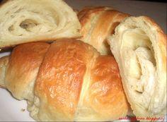 Zdají se být na pohled těžké ale nenechte se zastrašit.Čerstvý domácí k snídaní lahůdka ...  http://rurbanczykova.blogspot.cz/2013/08/snidanove-croissanty-dle-cistinky.html