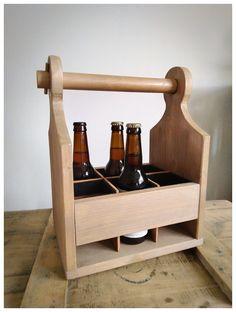 Panier à bières (beer caddy) réalisé à partir de chutes de sapin.. Coloré avec une huile teintée.